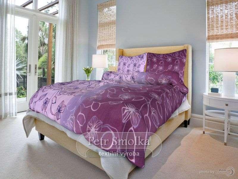 Bavlnené obliečky fialovej farby s jemným kvetinovým vzorom smolka