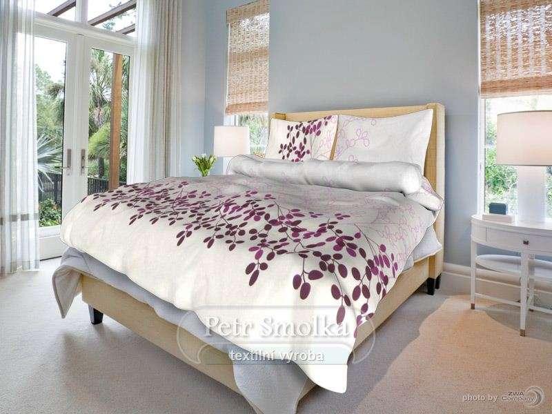 Bavlnené posteľné prádlo biele s vínovými kvetmi smolka