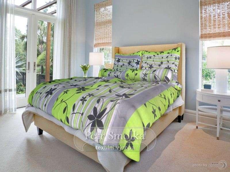 Krepové posteľné prádlo zelená s kvetmi smolka