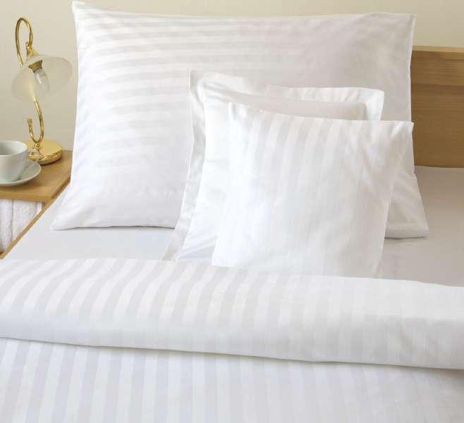 Luxusné damaškové obliečky bielej farby s prúžkom atlas grádl Dadka