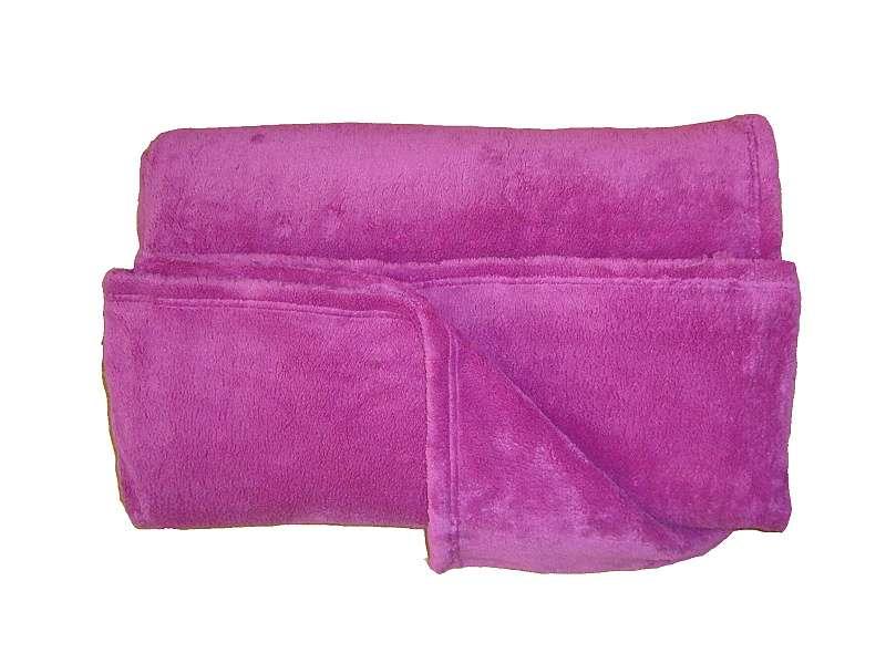 Žiadaná soft deka malinovej farby Dadka