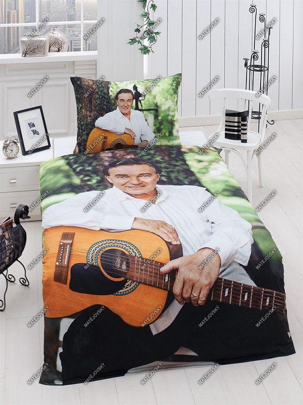 Saténové obliečky s Karlom Gottom s gitarou Matějovský