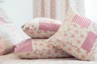 Krepové obliečky vidieckeho štýlu patchwork malinový s kvietkom český výrobce