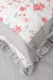 Krepové posteľné prádlo so vzorom průžku a růža šedé a červené farby