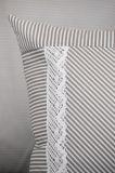 Posteľné prádlo so vzorom průžku šedé farby