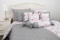 Bavlnené posteľné obliečky RŮŽA ČERVENÁ / LATA ŠEDÁ