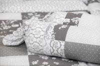 Krepové posteľné prádlo so vzorom patchworku šedej farby a ornamentu