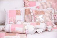Poťah prešívaný so vzorem patchworku ružovej farby a bodky béžové