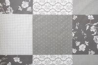 Povlak s volánom so vzorom patchworku a ornamentu šedej farby