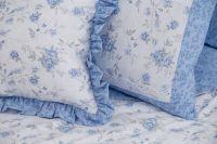 Flanelové posteľné prádlo s romanticky drobnym vzorom kvietku a růža modré farby