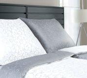 57/5000 Luxusné damaškové obliečky obojstranné šedej a bielej farby Dadka